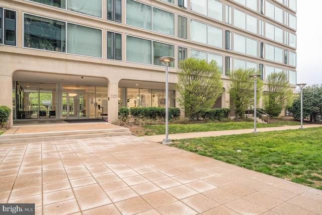 1101 3RD Street SW #401, WASHINGTON, DC 20024 (#DCDC518718) :: Corner House Realty