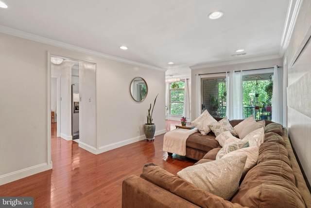 3330 Woodburn Village Drive #32, ANNANDALE, VA 22003 (#VAFX1201572) :: RE/MAX Cornerstone Realty