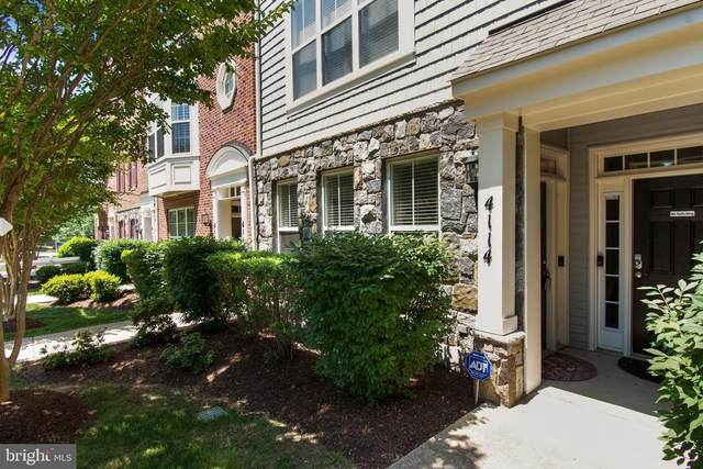 4114 Potomac Highlands Circle, TRIANGLE, VA 22172 (#VAPW523382) :: Debbie Dogrul Associates - Long and Foster Real Estate