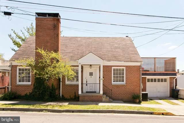 210 N Washington Street, WINCHESTER, VA 22601 (#VAWI116364) :: Sunrise Home Sales Team of Mackintosh Inc Realtors