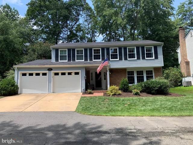 5906 Carters Oak Court, BURKE, VA 22015 (#VAFX2009000) :: Berkshire Hathaway HomeServices McNelis Group Properties