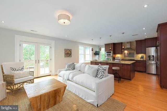 702 W View Terrace, ALEXANDRIA, VA 22301 (#VAAX2003630) :: Debbie Dogrul Associates - Long and Foster Real Estate