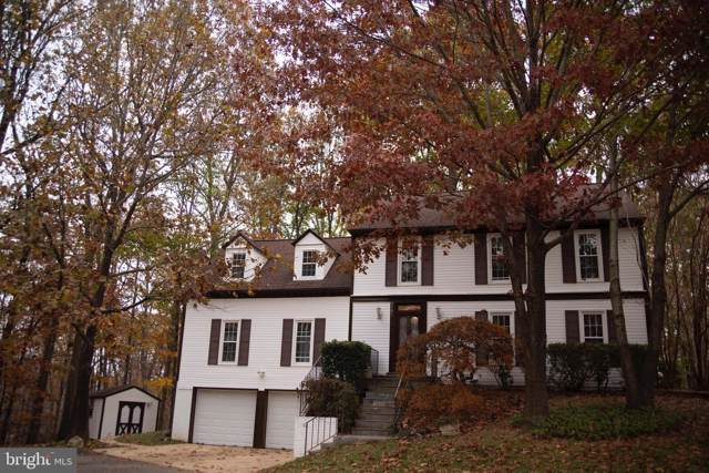 5701 Wooden Hawk Lane, BURKE, VA 22015 (#VAFX1098460) :: Homes to Heart Group