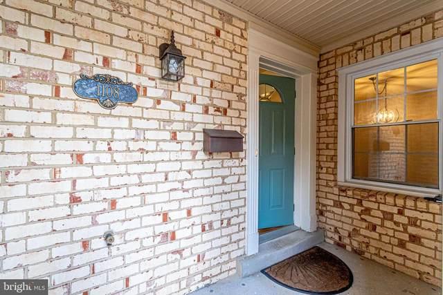 1108 Moorefield Creek Road SW, VIENNA, VA 22180 (#VAFX1181872) :: Colgan Real Estate