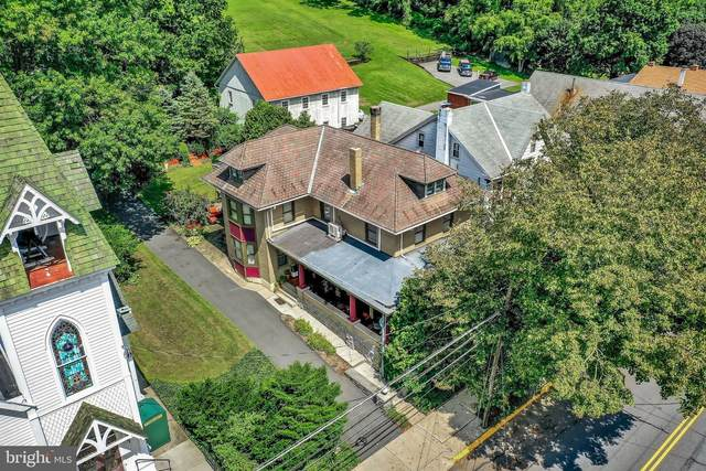62 W Main Street, ADAMSTOWN, PA 19501 (#PALA180410) :: The Heather Neidlinger Team With Berkshire Hathaway HomeServices Homesale Realty