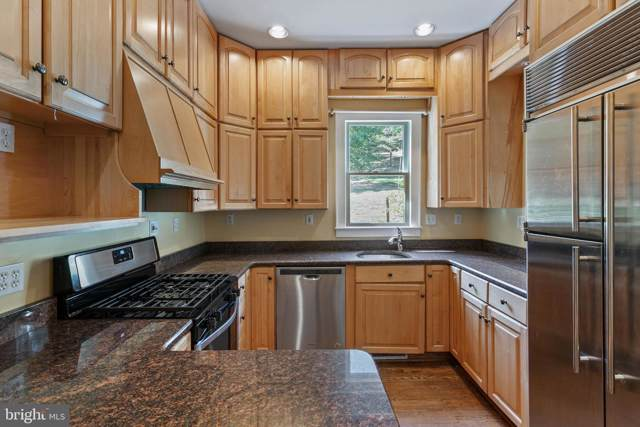 1129 16TH Street S, ARLINGTON, VA 22202 (#VAAR155118) :: Network Realty Group