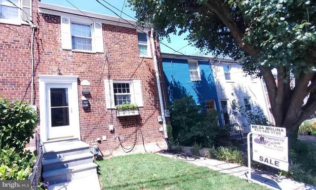 3202 Landover Street, ALEXANDRIA, VA 22305 (#VAAX2003362) :: Nesbitt Realty