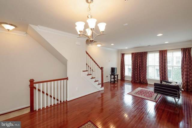 845 Regents Square # Oxon Hill Road #355, OXON HILL, MD 20745 (#MDPG574264) :: Tom & Cindy and Associates