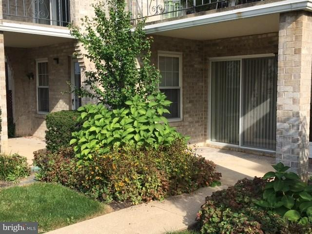 1000 Country Club Road A15, YORK, PA 17403 (#1001686897) :: The Joy Daniels Real Estate Group