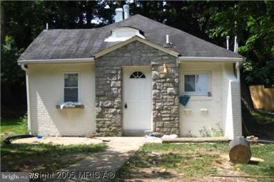 5215 Marlboro Pike, CAPITOL HEIGHTS, MD 20743 (#1004110921) :: Colgan Real Estate