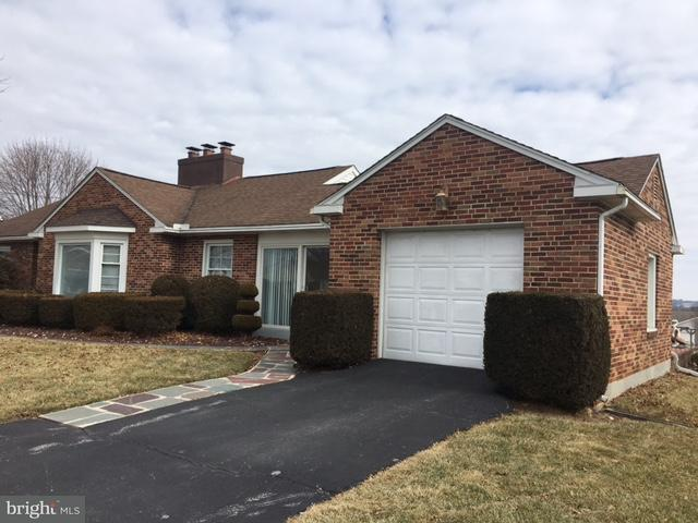 6817 Susquehanna Trl, YORK, PA 17403 (#1000157008) :: The Joy Daniels Real Estate Group