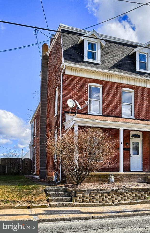 357 W Main Street, DALLASTOWN, PA 17313 (#1000258134) :: Benchmark Real Estate Team of KW Keystone Realty