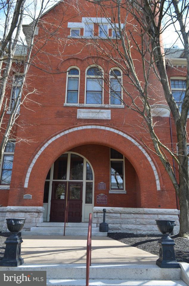 133 W Locust Street #114, MECHANICSBURG, PA 17055 (#1000258230) :: The Joy Daniels Real Estate Group