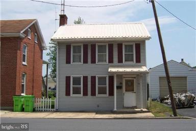 109 North Washington Street, GREENCASTLE, PA 17225 (#1000447932) :: Benchmark Real Estate Team of KW Keystone Realty