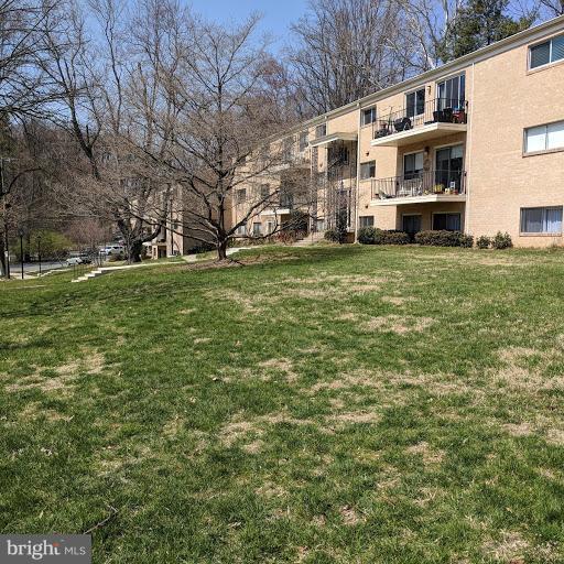 10606 Montrose Avenue M-102, BETHESDA, MD 20814 (#1000465576) :: Dart Homes