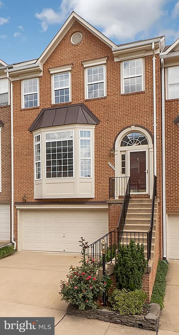 5265 Cozy Glen Lane, ALEXANDRIA, VA 22312 (#1006083700) :: AJ Team Realty
