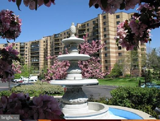 8340 Greensboro Drive #808, MCLEAN, VA 22102 (#1009208564) :: The Withrow Group at Long & Foster