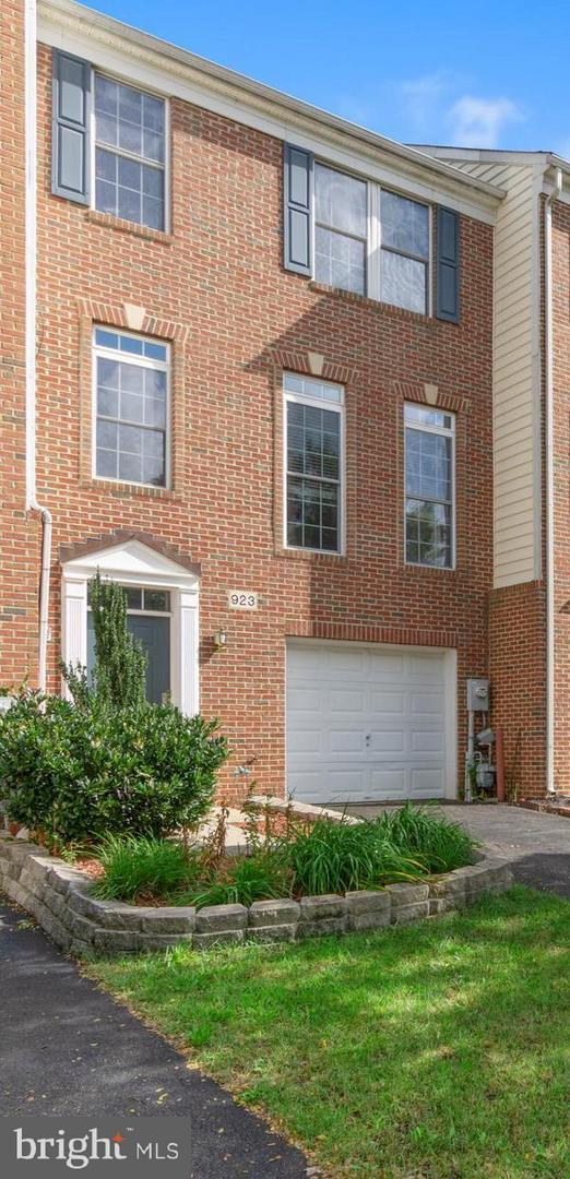923 Arkblack Terrace, ODENTON, MD 21113 (#1009934366) :: The Riffle Group of Keller Williams Select Realtors