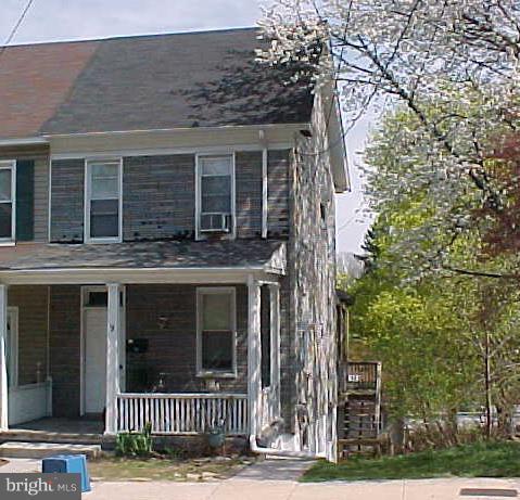 9 E Broad Street, DALLASTOWN, PA 17313 (#1009940710) :: Benchmark Real Estate Team of KW Keystone Realty