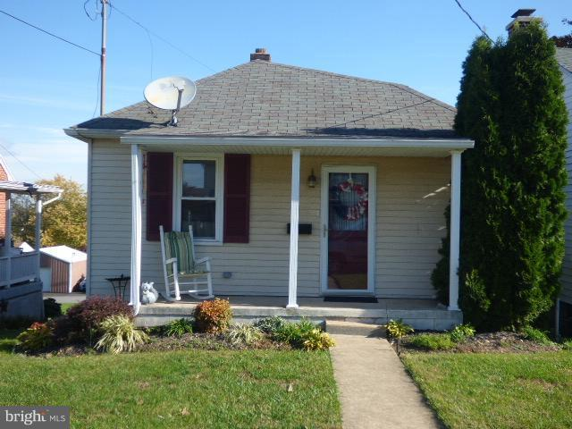 335 W Maple Street, DALLASTOWN, PA 17313 (#PAYK100324) :: Flinchbaugh & Associates