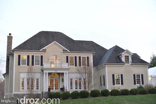 9701 Arnon Chapel Road, GREAT FALLS, VA 22066 (#VAFX100724) :: Blue Key Real Estate Sales Team