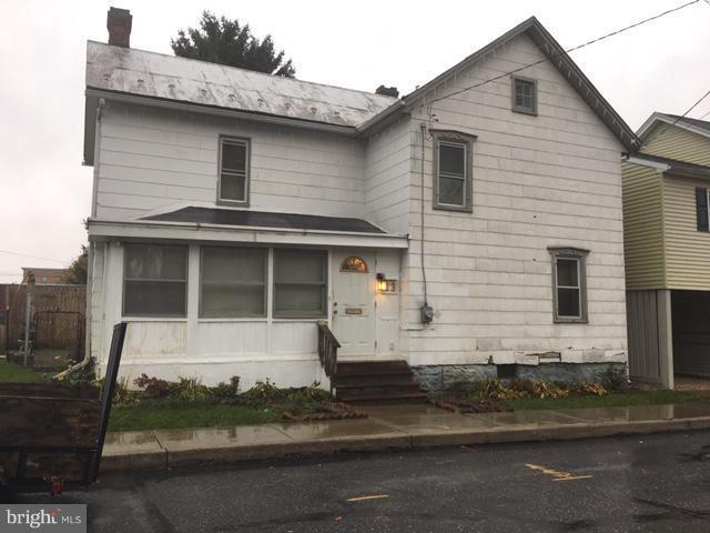 23 N Jefferson Street, GREENCASTLE, PA 17225 (#PAFL100774) :: Benchmark Real Estate Team of KW Keystone Realty