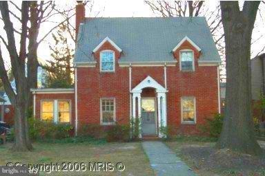 2308 Ives Street, ARLINGTON, VA 22202 (#VAAR100704) :: Bic DeCaro & Associates