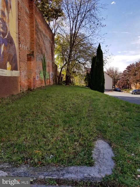 1008 N 6TH Street, HARRISBURG, PA 17102 (#PADA102210) :: Bob Lucido Team of Keller Williams Integrity