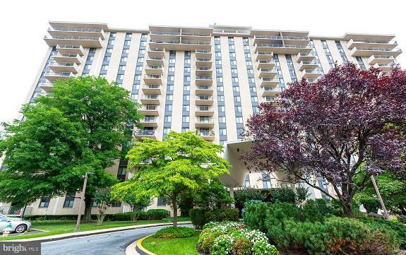 7420 Westlake Terrace #803, BETHESDA, MD 20817 (#MDMC388760) :: Dart Homes