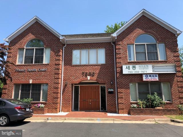 7360 Mcwhorter Place #101, ANNANDALE, VA 22003 (#VAFX535618) :: Jacobs & Co. Real Estate