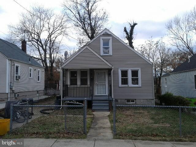 523 Capitol Heights Boulevard, CAPITOL HEIGHTS, MD 20743 (#MDPG320774) :: The Miller Team