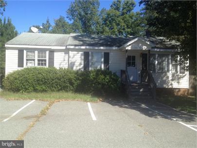 20005 Jefferson Davis, RUTHER GLEN, VA 22546 (#VACV108098) :: Jacobs & Co. Real Estate