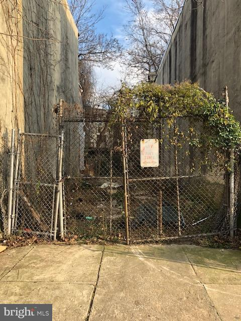 2339 N Carlisle Street, PHILADELPHIA, PA 19132 (#PAPH506130) :: Jason Freeby Group at Keller Williams Real Estate
