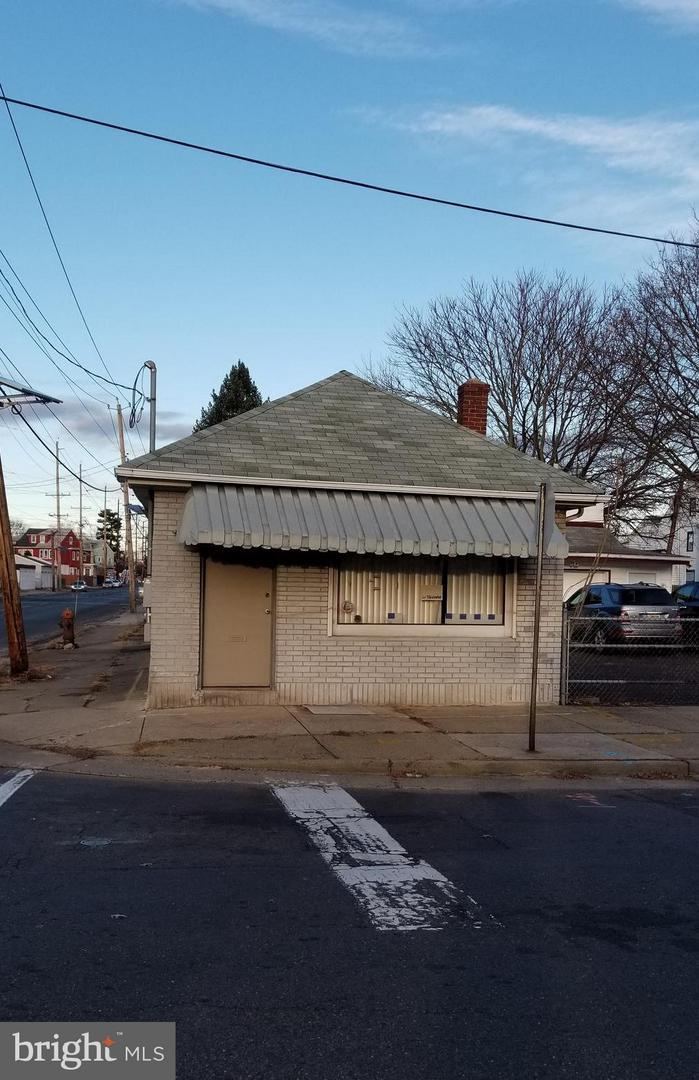 1400 Genesee Street - Photo 1