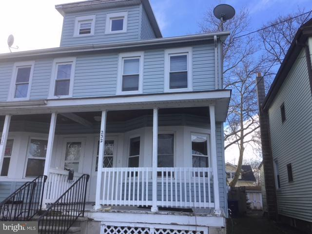 232 W 3RD Street, FLORENCE, NJ 08518 (#NJBL282812) :: Erik Hoferer & Associates
