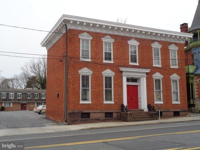 118 Hanover Street - Photo 1