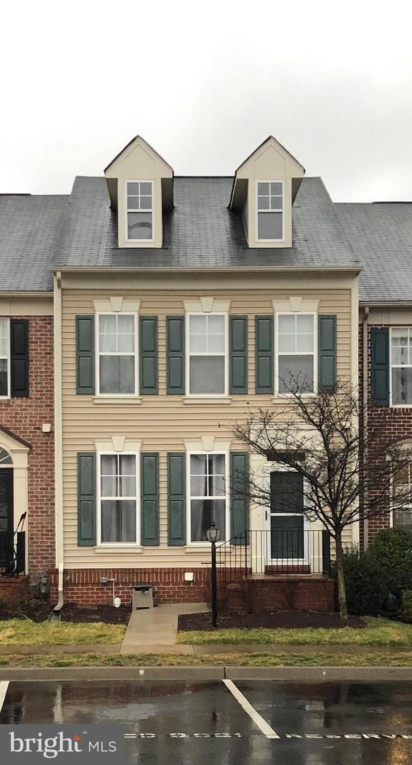 9021 Ribbon Falls Loop, BRISTOW, VA 20136 (#VAPW432342) :: Jacobs & Co. Real Estate