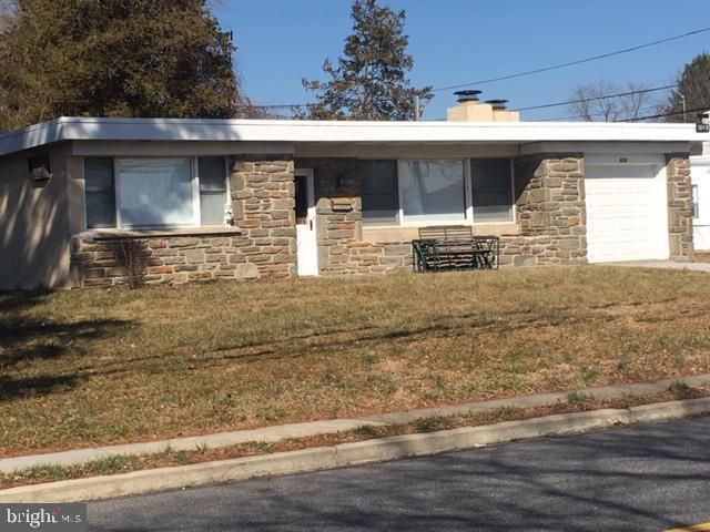 618 Paxon Hollow Road, BROOMALL, PA 19008 (#PADE437100) :: McKee Kubasko Group