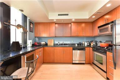 912 F Street NW #706, WASHINGTON, DC 20004 (#DCDC399328) :: Erik Hoferer & Associates