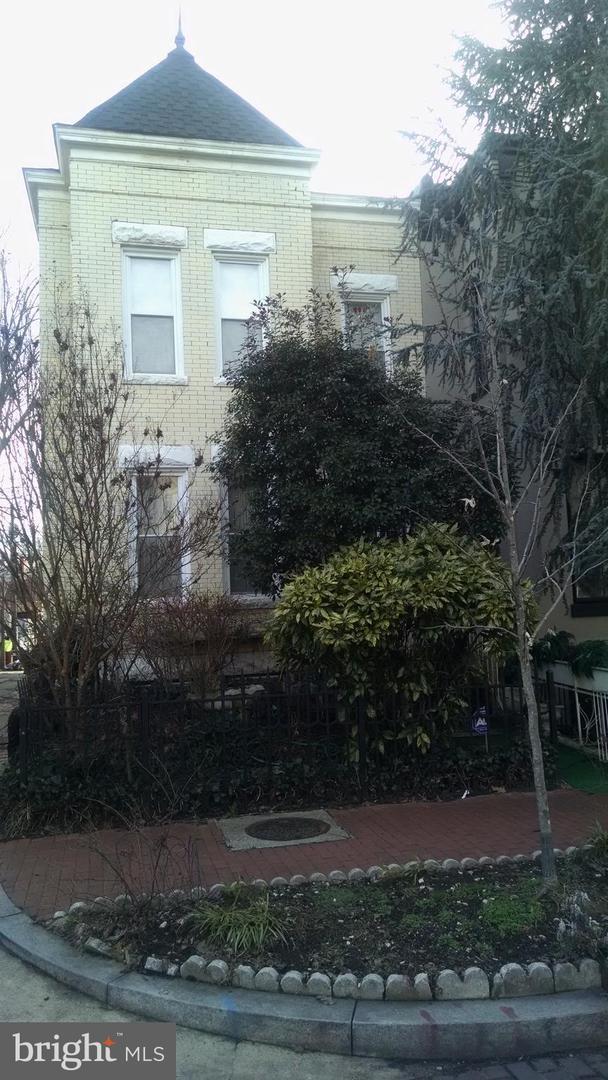 1011 Constitution Avenue NE, WASHINGTON, DC 20002 (#DCDC399362) :: Erik Hoferer & Associates