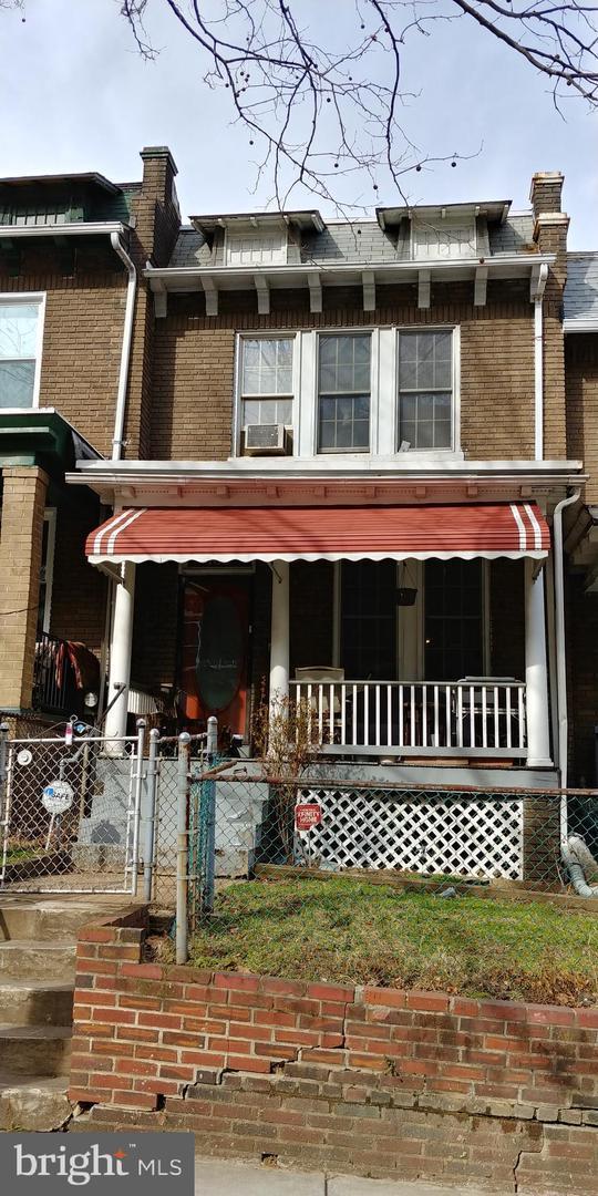 160 T Street NE, WASHINGTON, DC 20002 (#DCDC399412) :: The Putnam Group