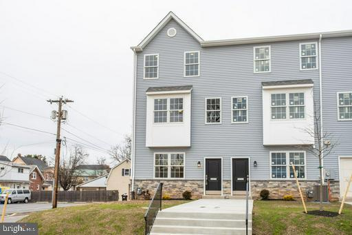 21 E 5TH Street, LANSDALE, PA 19446 (#PAMC551900) :: Tessier Real Estate