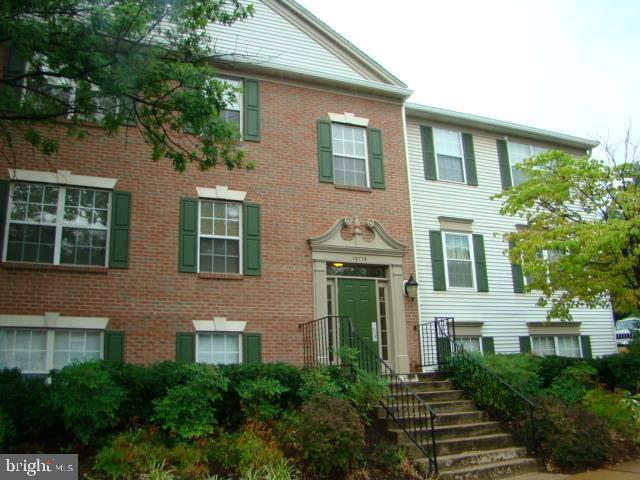 12115 Greenway Court #201, FAIRFAX, VA 22033 (#VAFX994222) :: Wes Peters Group Of Keller Williams Realty Centre