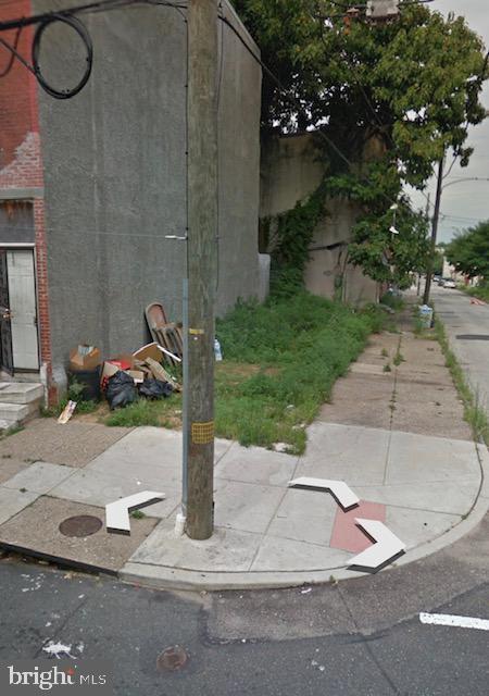 656 36TH Street - Photo 1