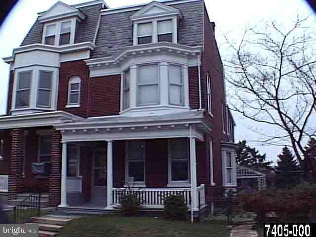 822 W Locust Street, YORK, PA 17401 (#PAYK110884) :: ExecuHome Realty