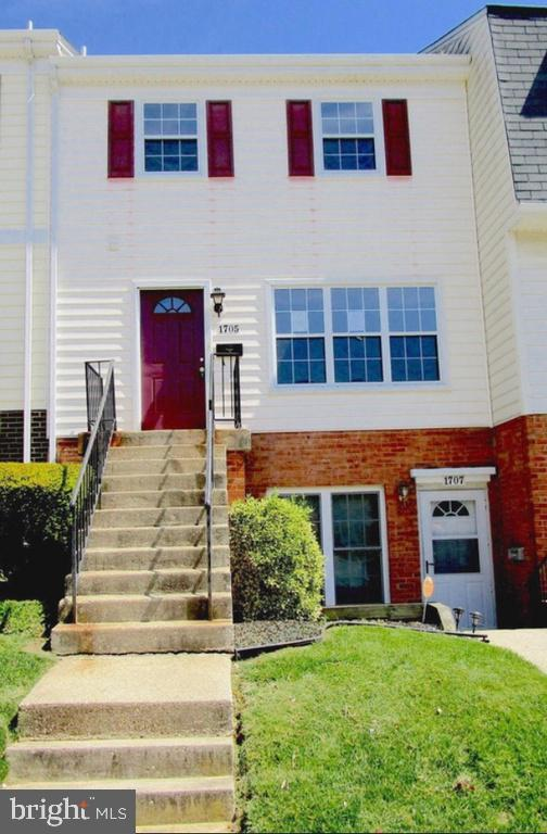 1705 E Bancroft Lane, CROFTON, MD 21114 (#MDAA377520) :: The Riffle Group of Keller Williams Select Realtors