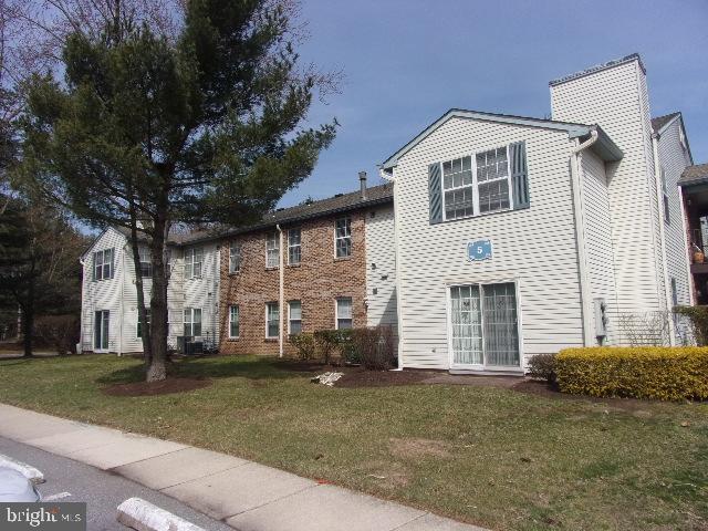 36 B Village Lane, MOUNT LAUREL, NJ 08054 (#NJBL326204) :: Remax Preferred | Scott Kompa Group