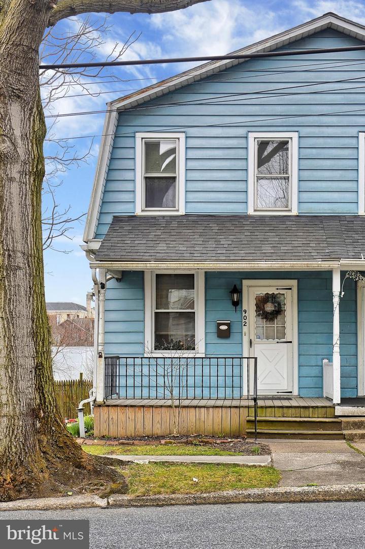 902 21ST Street - Photo 1