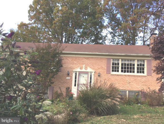 6120 Redwood Lane, ALEXANDRIA, VA 22310 (#VAFX1054904) :: AJ Team Realty