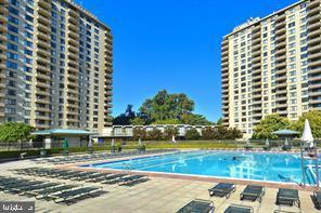 5225 Pooks Hill Rd 719 NORTH, BETHESDA, MD 20814 (#MDMC654104) :: The Sky Group